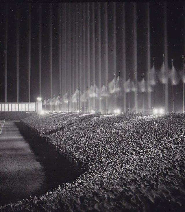 Crowd Nazi